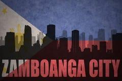 Silueta abstracta de la ciudad con la ciudad de Zamboanga del texto en la bandera de Filipinas del vintage fotografía de archivo libre de regalías
