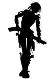 Silueta apocalíptica de la mujer del asaltante entrenado para la lucha cuerpo a cuerpo de los posts Imagen de archivo libre de regalías