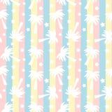 Silueta blanca linda de las palmeras en el ejemplo inconsútil del fondo del modelo de las rayas coloridas Fotografía de archivo