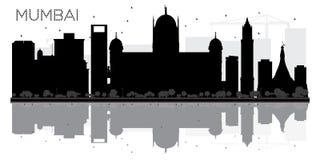 Silueta blanco y negro del horizonte de la ciudad de Bombay con la reflexión stock de ilustración