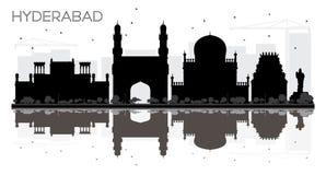 Silueta blanco y negro del horizonte de la ciudad de Hyderabad con reflectio libre illustration