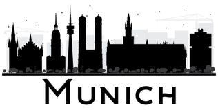 Silueta blanco y negro del horizonte de la ciudad de Munich Imagen de archivo libre de regalías