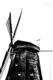 Silueta blanco y negro del molino de viento holandés Fotografía de archivo