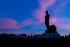 Silueta Buda con el fondo de la puesta del sol Foto de archivo