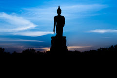Silueta Buda con el fondo de la puesta del sol Fotos de archivo