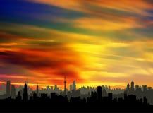 Silueta colorida de la puesta del sol del paisaje urbano del cielo stock de ilustración