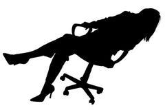 Silueta con el camino de recortes de la mujer en silla Foto de archivo libre de regalías