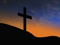 Silueta cruzada con salida del sol y el símbolo cristiano de las nubes de la resurrección Fotos de archivo