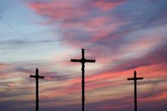 Silueta cruzada contra el cielo dramático Imágenes de archivo libres de regalías