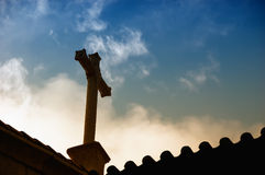 Silueta cruzada cristiana Fotos de archivo