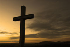 Silueta cruzada cristiana Imágenes de archivo libres de regalías