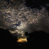 Silueta de árboles en la puesta del sol Fotos de archivo libres de regalías