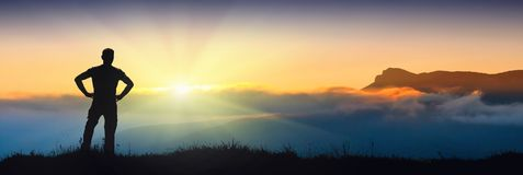 Silueta de Chatir-DagMan contra puesta del sol Fotografía de archivo