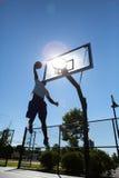 Silueta de Dunker del baloncesto Imágenes de archivo libres de regalías