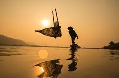 Silueta de fishermans fotografía de archivo libre de regalías