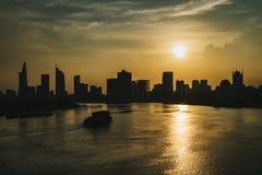 Silueta de Ho Chi Minh City, Saigon en la puesta del sol fotos de archivo libres de regalías
