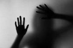 Silueta de la acción del grito de la mujer Fotos de archivo libres de regalías