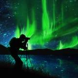Silueta de la aurora del shooting del fotógrafo Fotografía de archivo libre de regalías