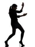 Silueta de la autodefensa del karate de la mujer de negocios Imágenes de archivo libres de regalías