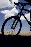 Silueta de la bicicleta Imágenes de archivo libres de regalías