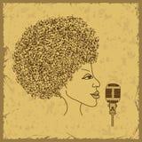 Silueta de la cara de la mujer con el pelo de las notas musicales Imágenes de archivo libres de regalías