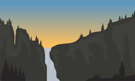 Silueta de la cascada en la puesta del sol Imágenes de archivo libres de regalías
