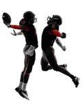 Silueta de la celebración del momento del aterrizaje de dos jugadores de fútbol americano Fotografía de archivo