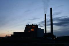 Silueta de la central eléctrica Fotografía de archivo libre de regalías