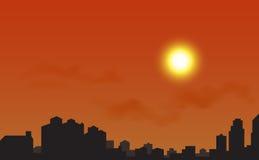 Silueta de la ciudad en la puesta del sol Fotografía de archivo libre de regalías