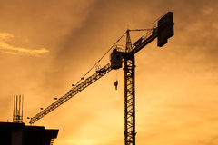 Silueta de la construcción de edificios el la tarde Fotografía de archivo libre de regalías