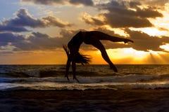 Silueta de la danza Fotos de archivo