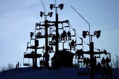 Silueta de la elevación de esquí Fotos de archivo
