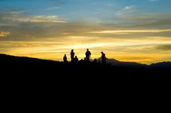 Silueta de la gente de montaña Imagen de archivo libre de regalías
