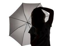 Silueta de la muchacha del adolescente con el paraguas Imagenes de archivo