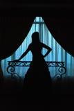 Silueta de la muchacha en ventana Imágenes de archivo libres de regalías