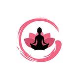 Silueta de la mujer de la yoga, Lotus Flower con Zen Logo Design Foto de archivo libre de regalías