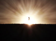 Silueta de la mujer en la puesta del sol Imágenes de archivo libres de regalías