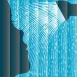 Silueta de la mujer que tiene una ducha Foto de archivo libre de regalías