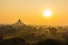 Silueta de la pagoda el tiempo de la salida del sol Imágenes de archivo libres de regalías