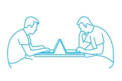 Silueta de la persona en el ordenador Fotografía de archivo libre de regalías