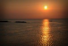 Silueta de la pesca de la puesta del sol Imagen de archivo