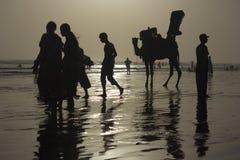 Silueta de la playa de Karachi Imagenes de archivo