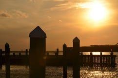 Silueta de la puesta del sol Imagenes de archivo