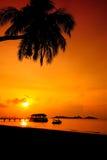 Silueta de la puesta del sol en la isla de Redang, Terengganu, Malasia Fotos de archivo