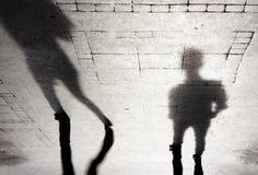 Silueta de la sombra de dos personas Fotos de archivo