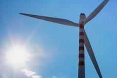 Silueta de la turbina de viento Imagen de archivo libre de regalías