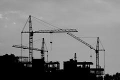 Silueta de las grúas de construcción Foto de archivo libre de regalías