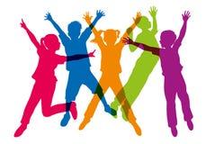 Silueta de los colores que representan al niño que salta en el aire libre illustration