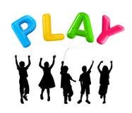 Silueta de los niños diversos que juegan los globos Imagen de archivo