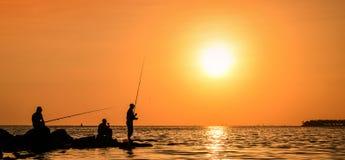 Silueta de los pescadores Foto de archivo